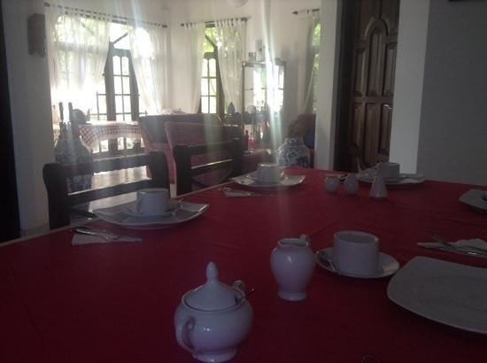 Bon Accord Guest House: communal breakfast and hang out area