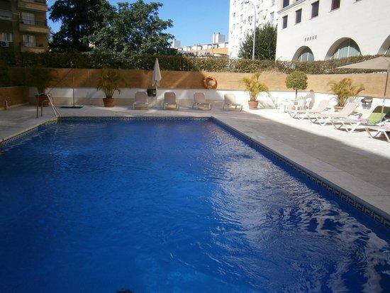 Ayre Hotel Sevilla: Piscina