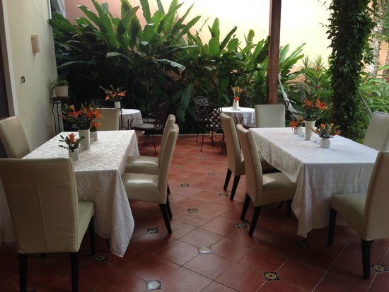 Hotel Villa Verde Merida: The terrace is dressed up for a private dinner party.