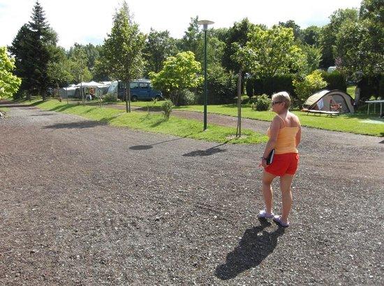 Camping La Rochelambert : Roadway through the site