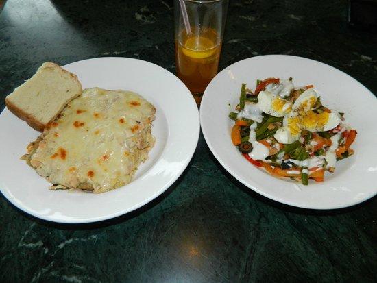 Jimmy's Italian Kitchen: chicken lasagna,iced tea and chicken salad.