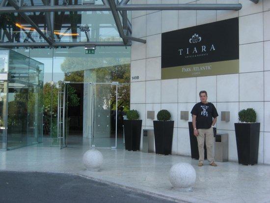 Crowne Plaza Porto: la entrada del hotel