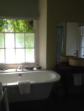Llys Meddyg : Bathroom