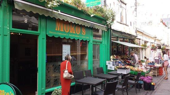 Mokos Mexican Restaurant: Street view