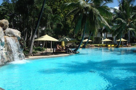 Sarova Whitesands Beach Resort & Spa: SWIMMING POOL NEAR PALM ROOM....QUIET & PLEASANT AREA