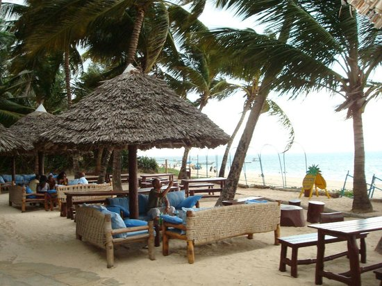 Sarova Whitesands Beach Resort & Spa: COCO BAR....DRINK & DINE & SING