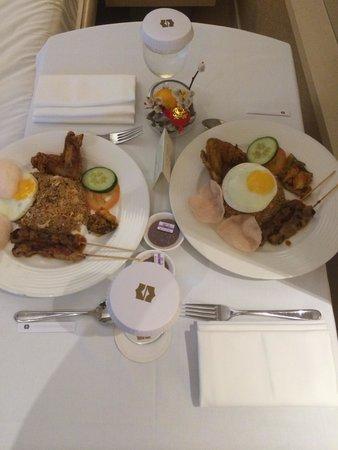 Shangri-La's Rasa Sentosa Resort & Spa: Nasi Goreng !!