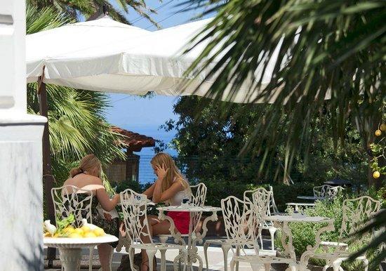 Luxury Villa Excelsior Parco: Garden area