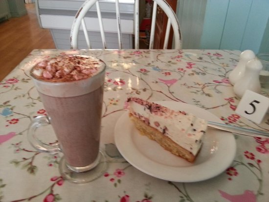 Primrose Cafe : Hot Chocolate and Cheesecake