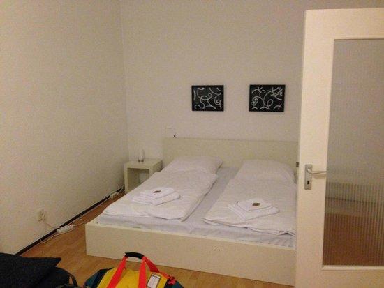 A&B Apartment & Boardinghouse Berlin: Habitación-comedor