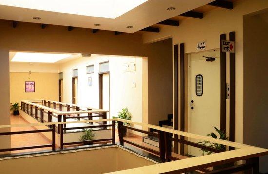 Hotel Rajmahal: Lift facility
