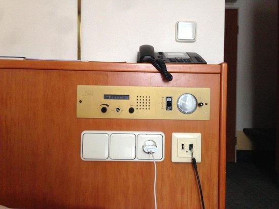 Astor Hotel: Retro Radio