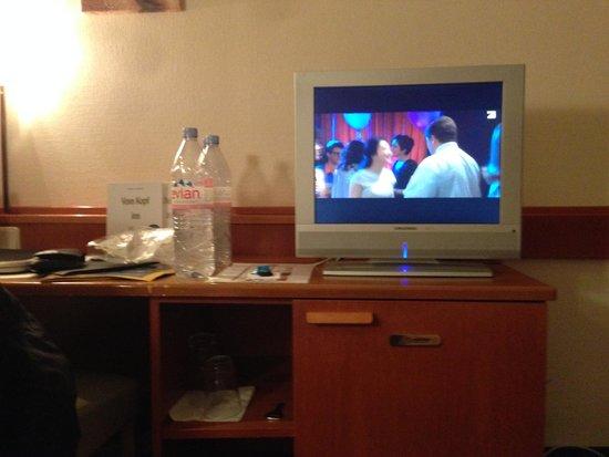 Astor Hotel: Fernseher im Zimmer