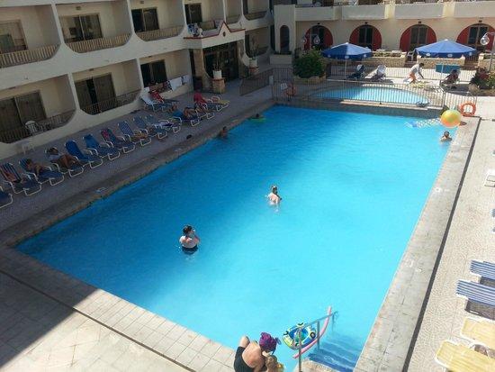 The Santa Maria Hotel: San Anton swimming pool