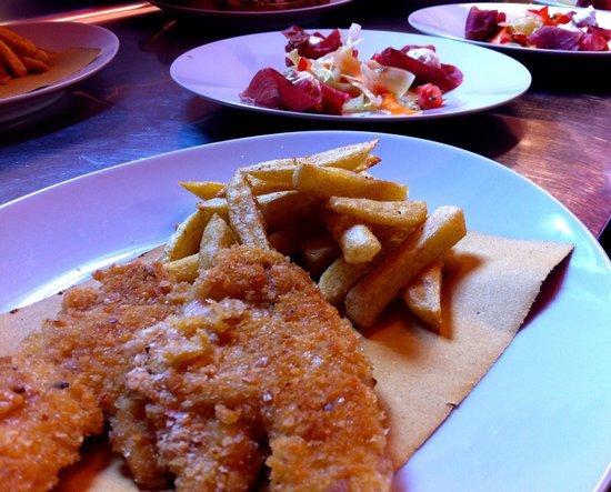 Locanda Moscal : I due piatti insieme pronti per uscire dalla cucina