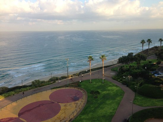 Park Hotel Netanya : The view from our 5th floor balcony
