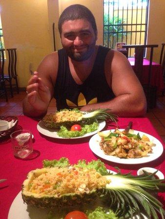 Kirin: 270.000 донгов, 2 риса с морепродуктами в ананасе, лягушка, кофе, и 3 бутылочки воды.