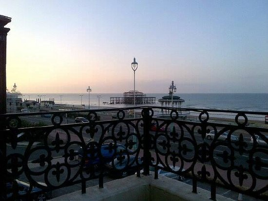 Mercure Brighton Seafront Hotel: Early morning view from the terrace of room 112