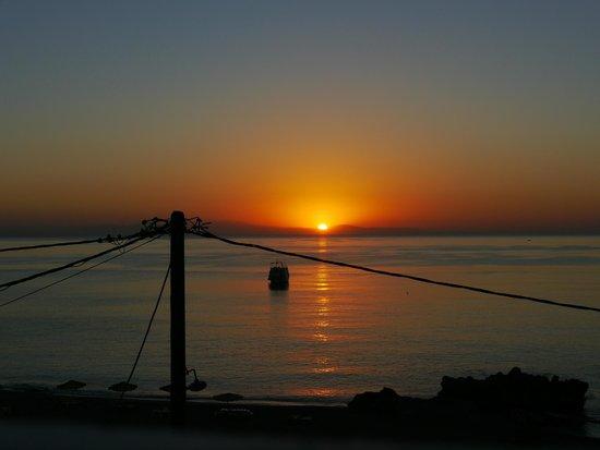 Sergios Apartments: Sonnenaufgang