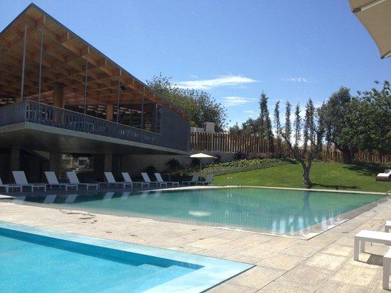 Ozadi Tavira Hotel: Pool / overlooking bar area