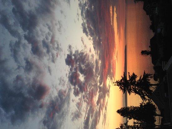 Beyond Bliss Suites : Sun Setting 1