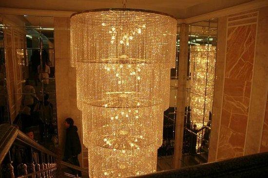 Korston Club Hotel Kazan: Красивая люстра в отеле