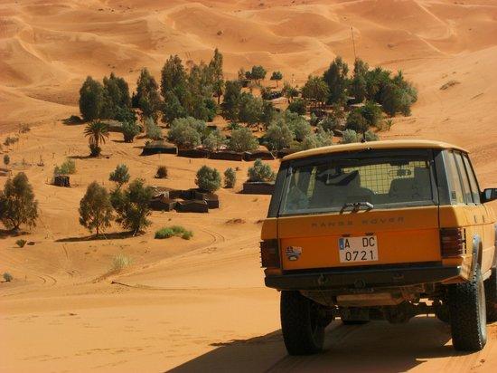 Errachidia, Morocco: Vista del oasis desde la gran duna de Merzouga