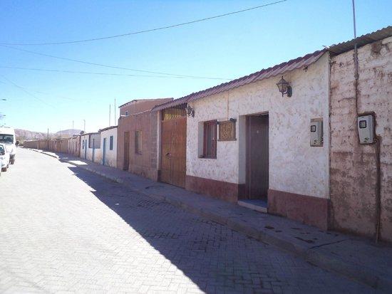 Hostal Intipara: San Pedro de Atacama, Chile, Hostal Inti Para. Fachada calle Tocopilla.