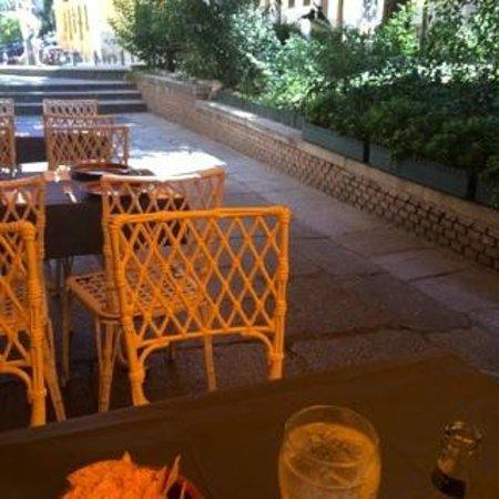 Taqueria del Alamillo : La terraza (partial view)