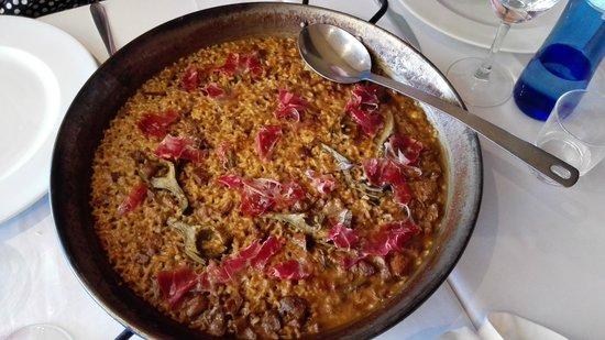 Sant Anastasi: arroz de celos y alcachofas con jamon