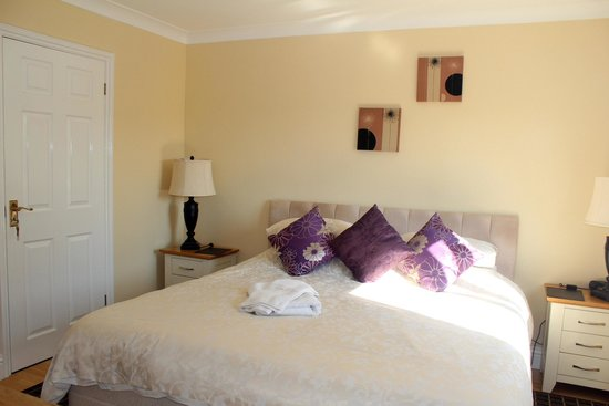 Limburn House: Downstairs SuperKing Bedded Room with Full Bathroom