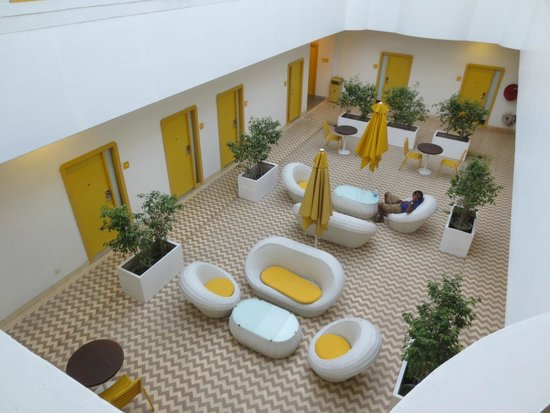 bloomrooms @ New Delhi Railway Station : The common area inside the hotel