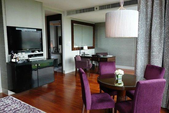 The St. Regis Bangkok: living room