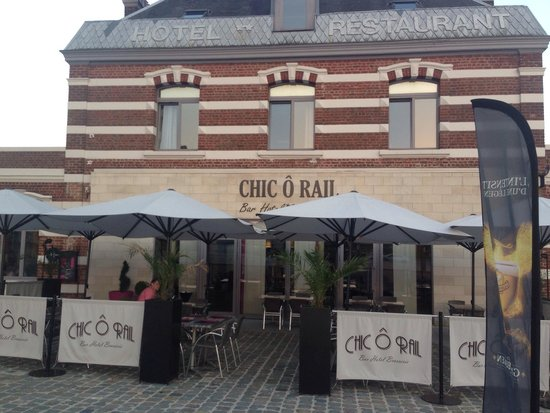 Outside the Chic o rail