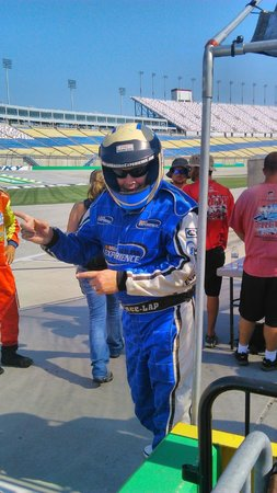 Kentucky Speedway : Fire suit- check-, helmet- check READY and GO!