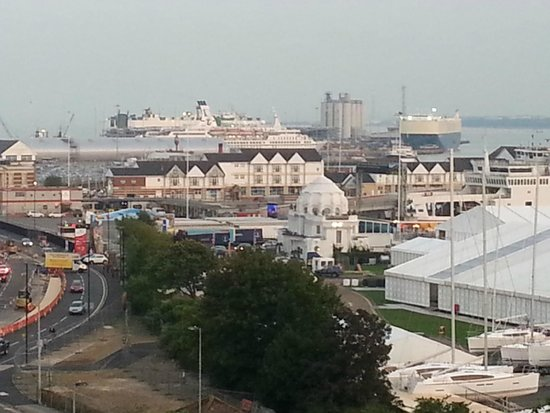 Holiday Inn Southampton: View from my room of a cruise liner