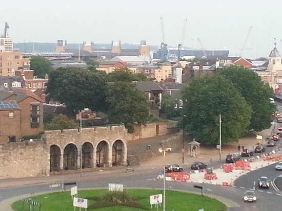 Holiday Inn Southampton: View of the old walls from my room.