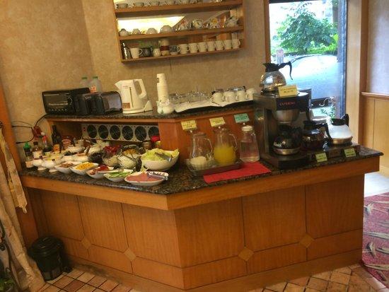 Hara Zuru Hotel: 朝食バイキング