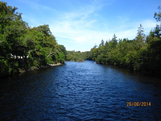 Premier Inn Inverness Centre (River Ness) Hotel: View of the River Ness from a Walk Bridge
