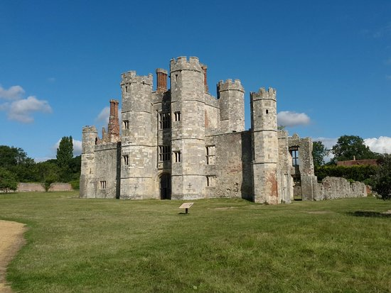 Abbey House Bed and Breakfast: Just next door - Old Titchfield Abbey