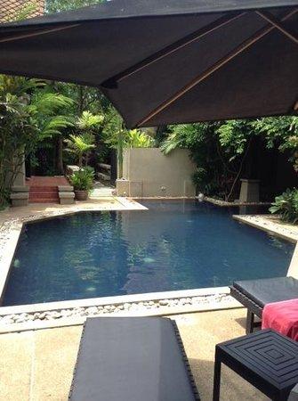 Montra Hotel: Poolside