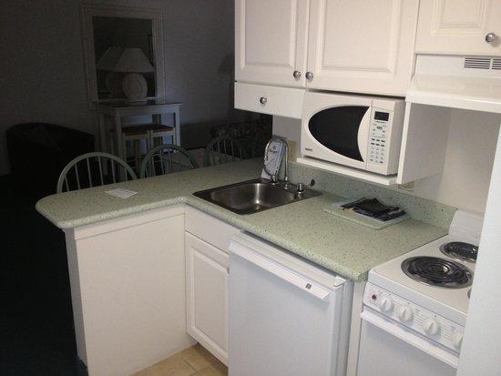 Biscayne Suites: Deluxe Kitchen