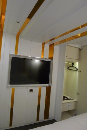 Royal Group Hotel Central Park Branch: TV