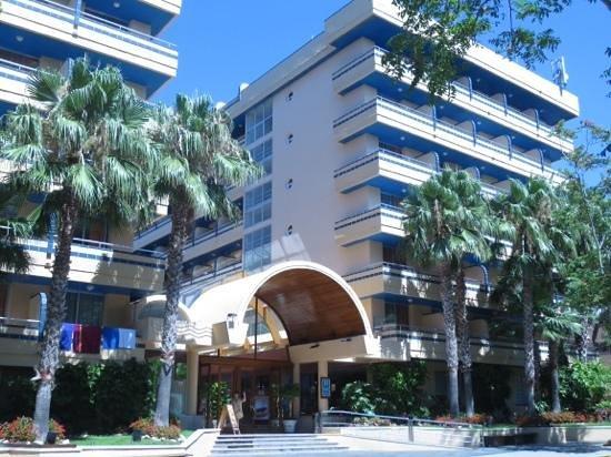 4R Playa Park: вход в отель