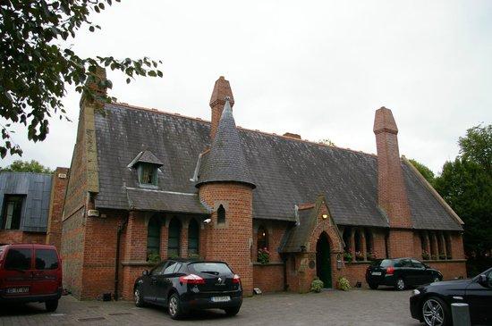 Schoolhouse Hotel: L'hôtel et son parking