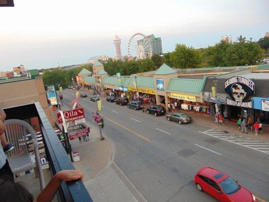 Howard Johnson Hotel by Wyndham by the Falls Niagara Falls: balcony view