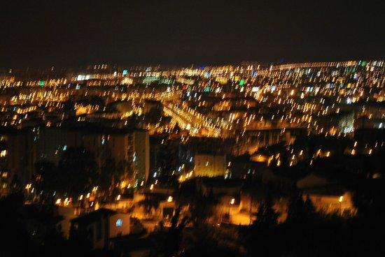 Hotel Villa Guadalupe: Malaga by night