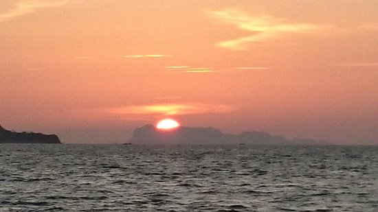 Boutique Yachting - Day Cruises & Private Charters: Ein traumhafter Sonnenuntergang.