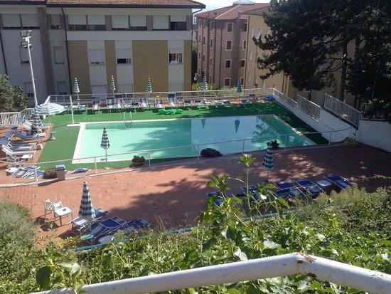 Hotel Moderno Chianciano: La piscina dell'albergo