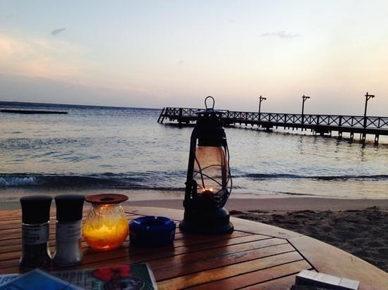 Pirate Bay Beach Bar and Restaurant: a lovely evening...
